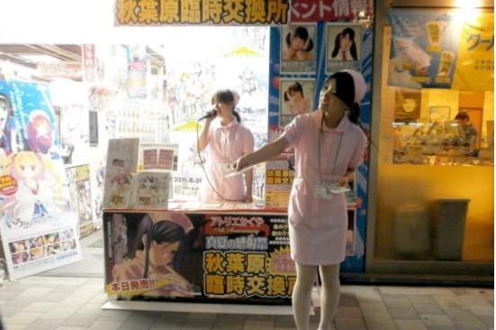 日本游戏商促销有奇招 制服诱惑之外再送大尺度海报