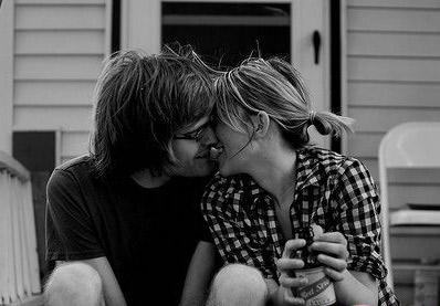 情侣/盘点!情侣间最浪漫最幸福的28中接吻姿势!全球情侣最幸福的...