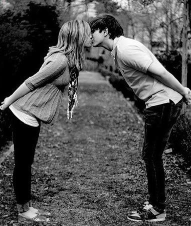 情侣 幸福/盘点!情侣间最浪漫最幸福的28中接吻姿势(9)