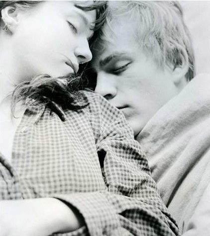 情侣/盘点!情侣间最浪漫最幸福的28中接吻姿势(11)