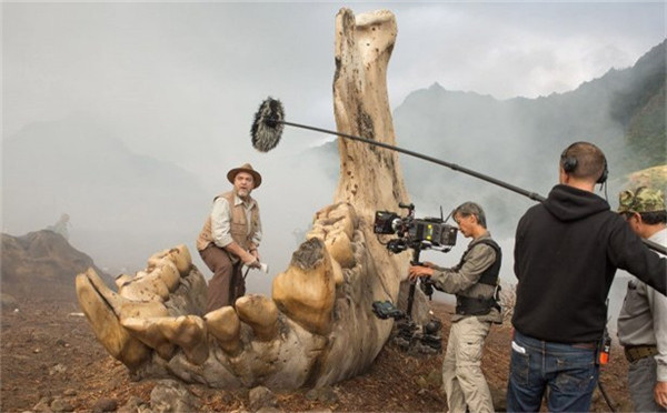 《金刚:骷髅岛》电影日版海报 金刚獠牙异常狰狞!